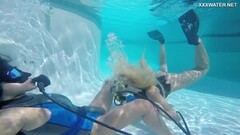 Steamy Hot underwater lesbians Vodichkina and Farkas Thumb