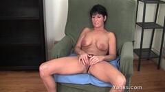 Steamy Yanks Kassandra Wild Works Her Clit Thumb