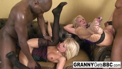 Sexy mature blondes have an interracial anal foursome Thumb