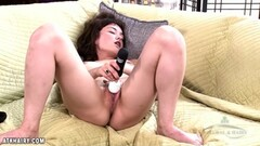 Solo asian toys her warm pussy Thumb