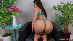 Masturbating hottie Lexi Luna Thumb