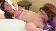 Preggo babe satisfies her sexual urges Thumb