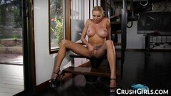 Cute Insatiable Babe Briana Banks Gets Off with Her Fingers Thumb