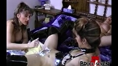 Granny gives young lesbian lover the platinum treatment Thumb