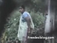 Indian aunty pissing outdoor Thumb