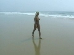Nude blonde fucked on the beach after peeing Thumb