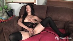 Very sexy MILF gives nice blowjob and swallows Thumb