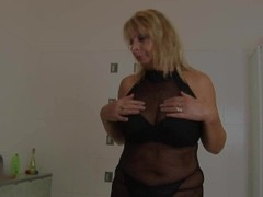 Mature blonde Rosalyn plays with herself in the shower - CzechSuperStars Thumb