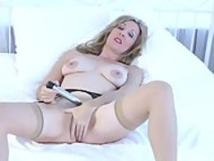 Camilla Long in amazing solo orgasm Thumb