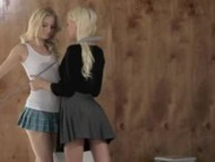 Czech blonde twins make love Thumb