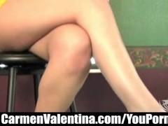 Young Carmen Valentina rides Mature MILF Dee Delmar's Sybian Thumb