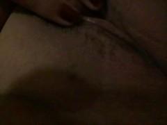 tetona se masturba en su cama Thumb